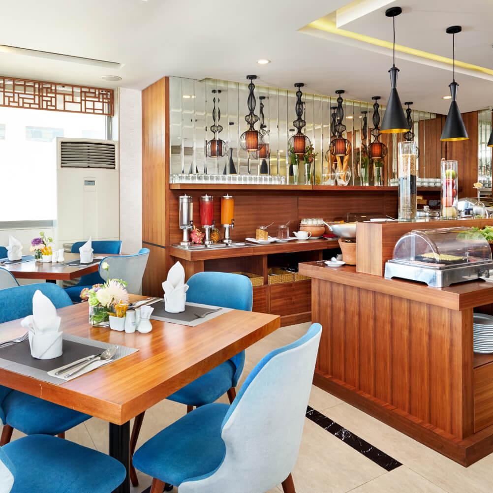 the lobby bar and cafe